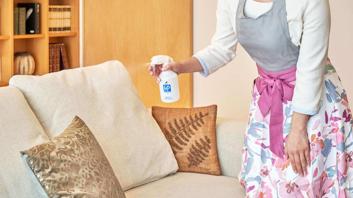 衣類消臭スプレーのソファーへの使用